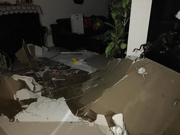 Hãi hùng cảnh mảng trần rơi ập xuống khu chung cư 3