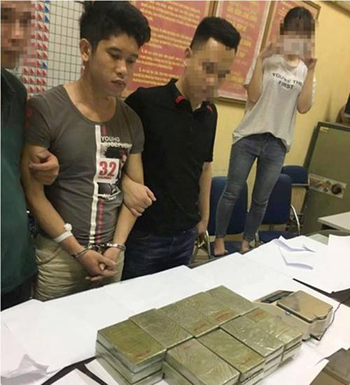 Hà Nội: Cảnh sát nổ súng, chặn bắt Fortuner