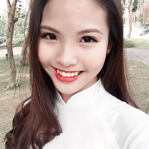 Vợ kém 20 tuổi của Chí Anh công khai đến cổ vũ Khánh Thi 4