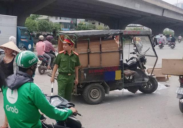Hà Nội: Lật xe 3 bánh, một người tử vong tại chỗ 1