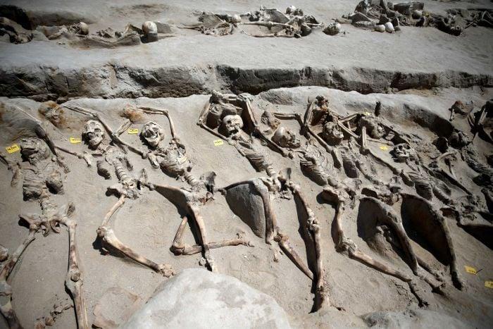 Hình ảnh Phát hiện 80 bộ xương người bị trói tay bằng xích ở Hy Lạp số 1
