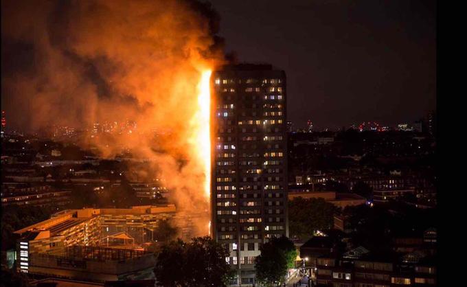 Cận cảnh tòa tháp 27 tầng biến thành biển lửa giữa thủ đô London 1