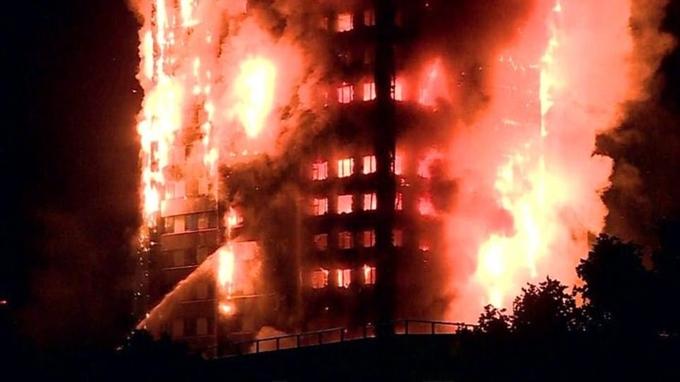 Cận cảnh tòa tháp 27 tầng biến thành biển lửa giữa thủ đô London 2