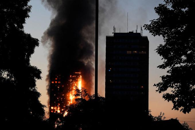 Cận cảnh tòa tháp 27 tầng biến thành biển lửa giữa thủ đô London 4
