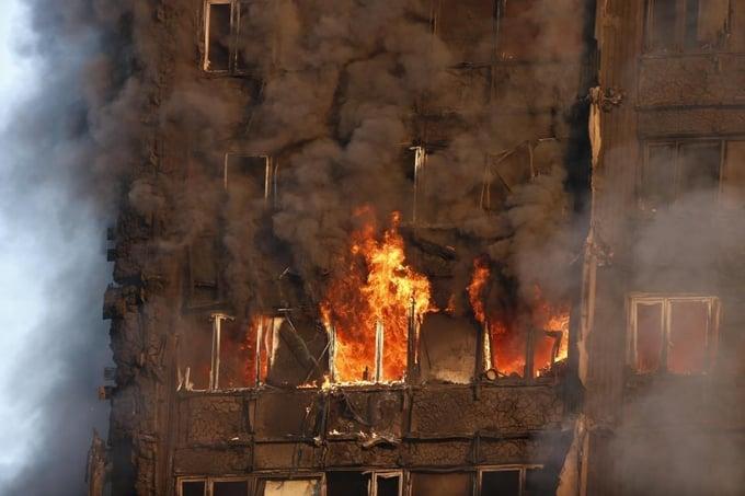 Cận cảnh tòa tháp 27 tầng biến thành biển lửa giữa thủ đô London 5