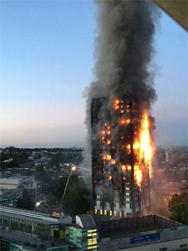 Cháy tháp 27 tầng ở London: Cảnh sát xác nhận nhiều người thiệt mạng, lo ngại tháp đổ sập 3
