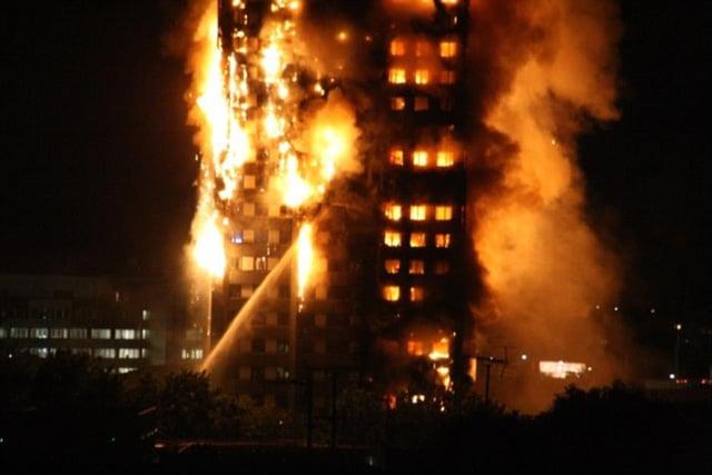 Hình ảnh Tháp 27 tầng ở London chìm trong biển lửa, nhiều nạn nhân kêu gào cầu cứu số 3