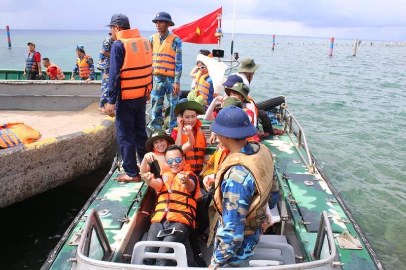 Hình ảnh Việt Quang xúc động khi giấc mơ về Trường Sa thành hiện thực số 1