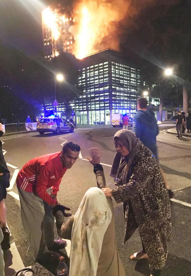 Khung cảnh đẫm nước mắt sau vụ cháy kinh hoàng ở tòa tháp 27 tầng 6