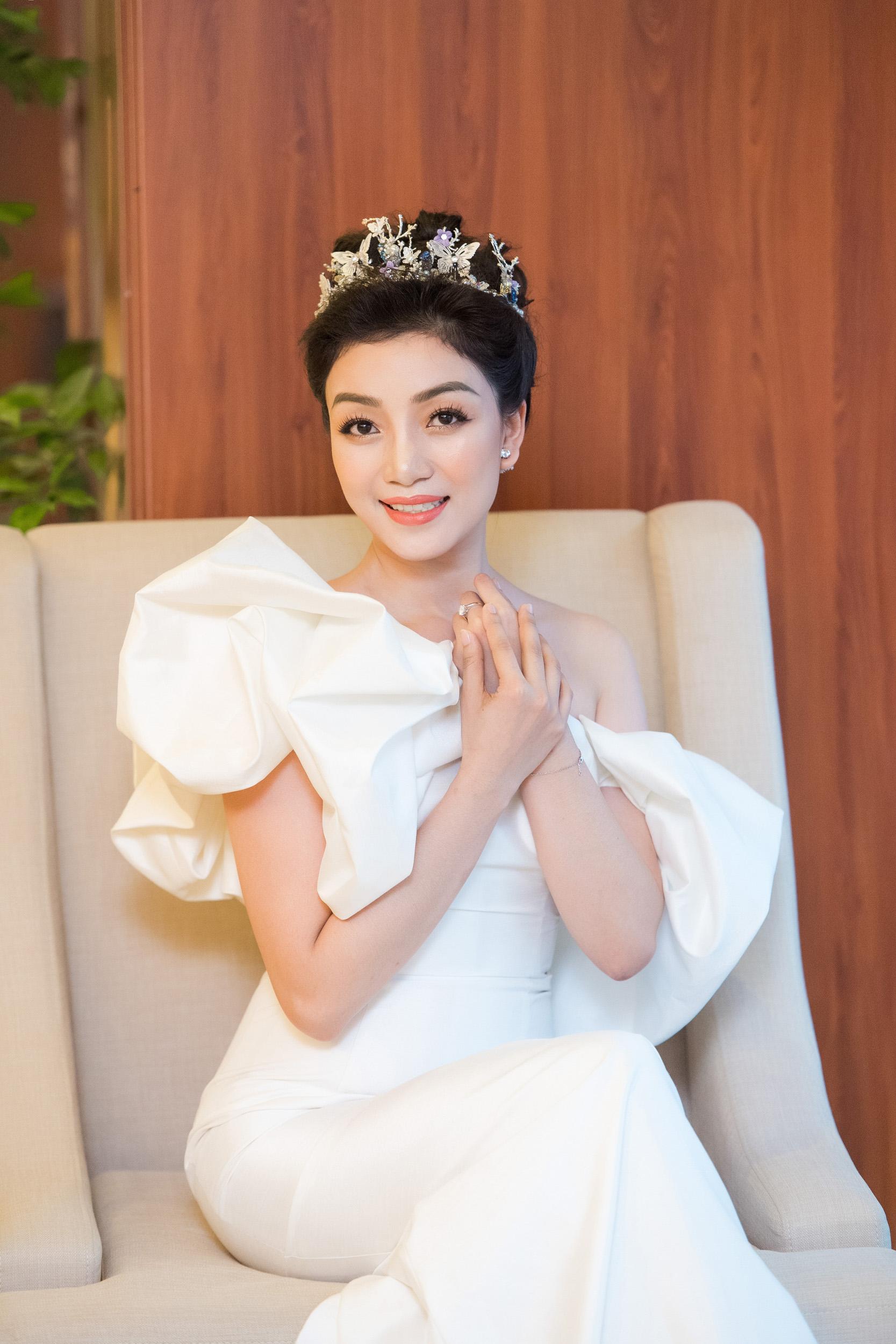Hình ảnh Hoa mi bán cổ điển Phạm Thu Hà quyến rũ với đầm trắng số 7