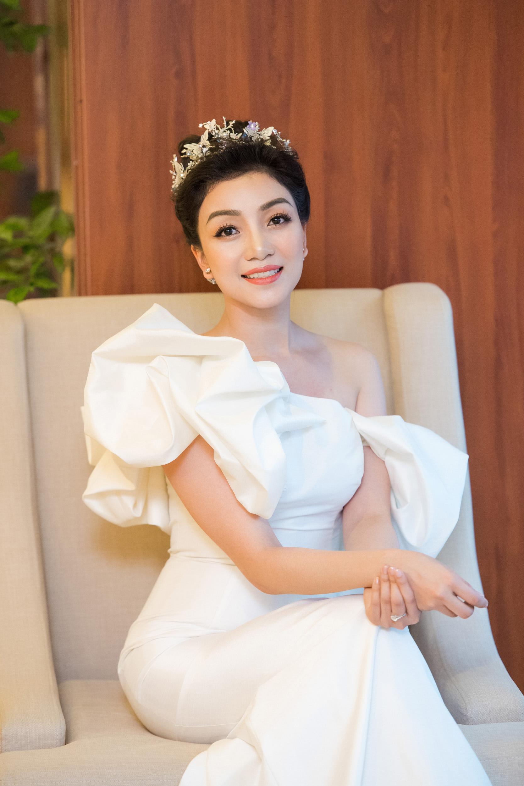 Hình ảnh Hoa mi bán cổ điển Phạm Thu Hà quyến rũ với đầm trắng số 8