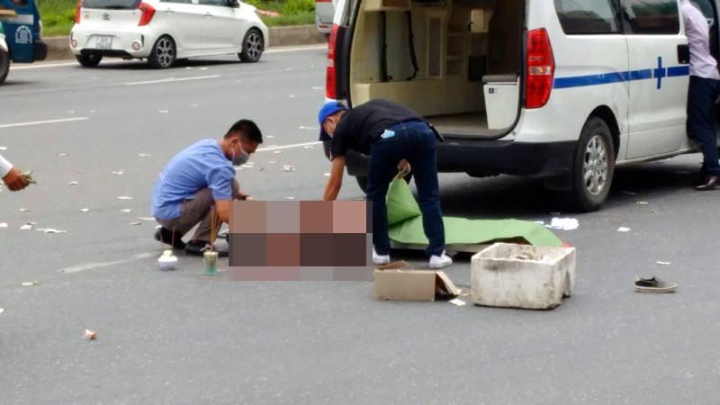 Hà Nội: Va chạm với xe bồn, cô gái trẻ tử vong 1