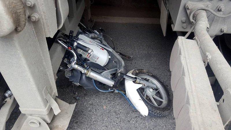 Hà Nội: Va chạm với xe bồn, cô gái trẻ tử vong 2
