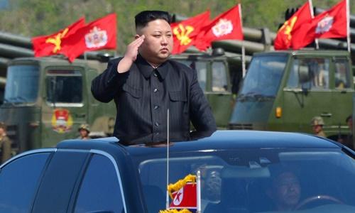 Tình báo Hàn: Kim Jong-un sợ bị ám sát đến mức phải dùng xe cấp dưới 1