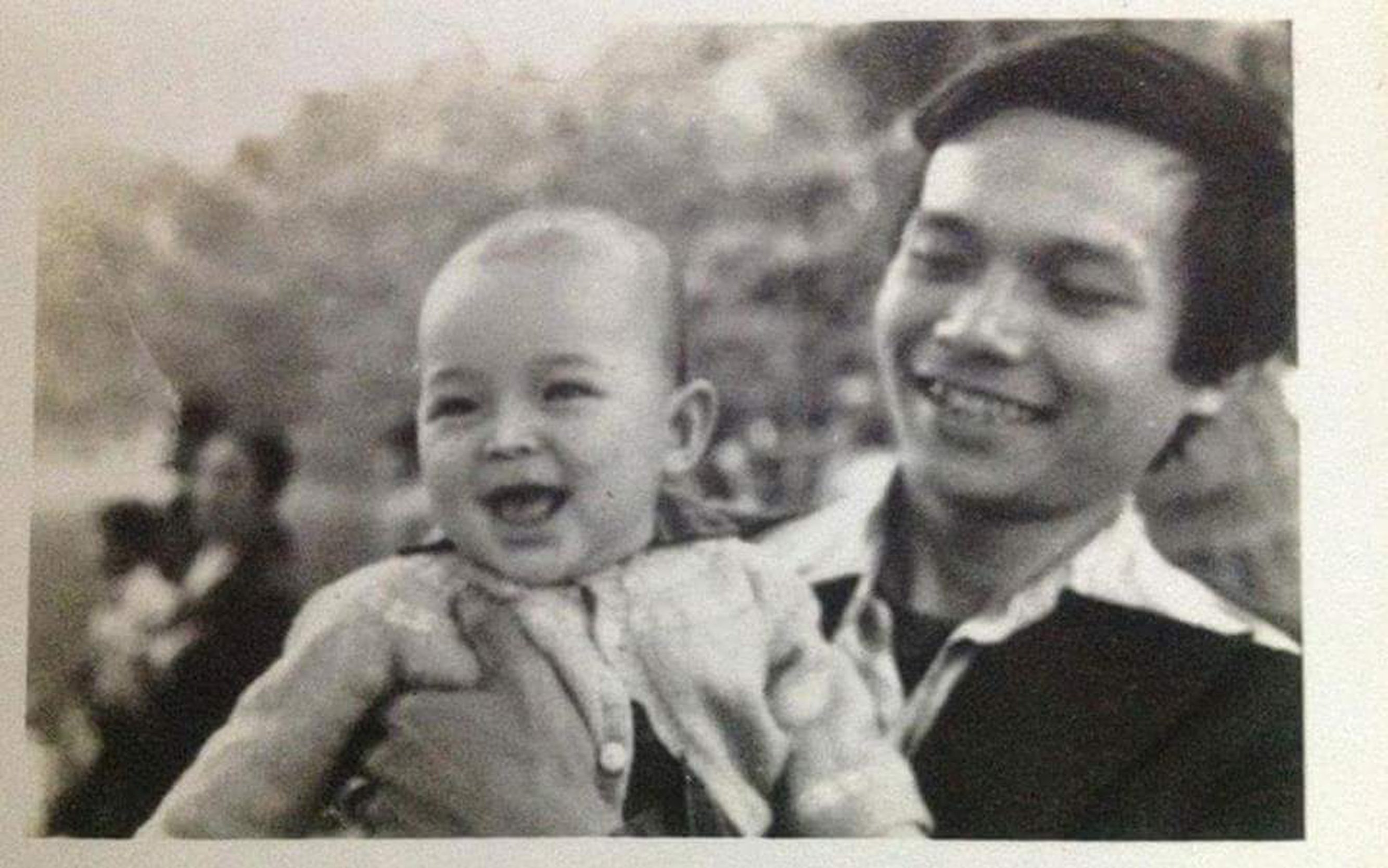 Nathan Lee khoe ảnh độc cùng người cha đại sứ Trương Triều Dương  1