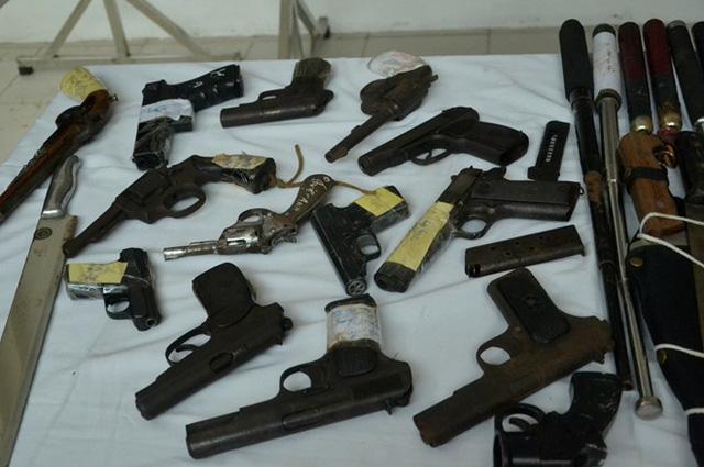Bắt đối tượng tàng trữ trái phép kho vũ khí quân dụng 1