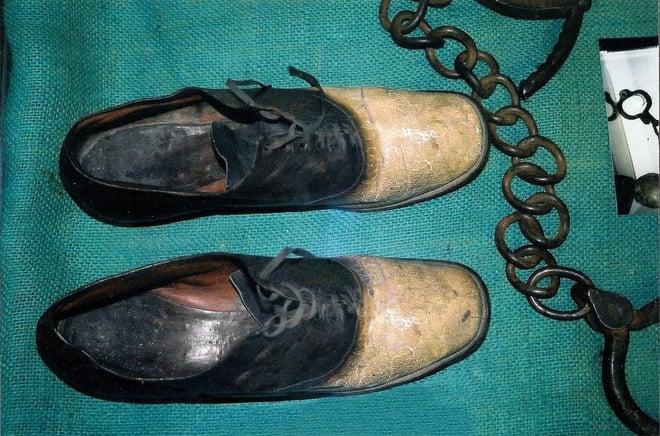 Câu chuyện rùng rợn đằng sau đôi giày được làm từ da người 1