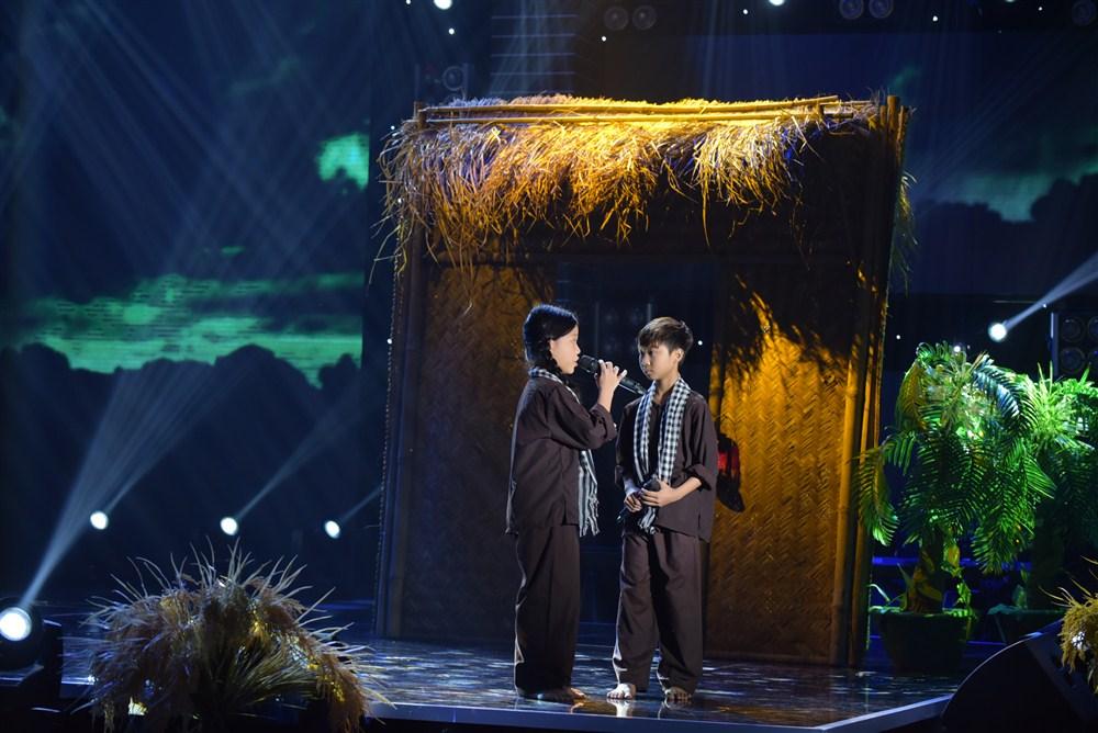 Giải trí - Tuyệt đỉnh song ca nhí tập 5: Đức Vĩnh - Quỳnh Anh hát Sa mưa giông khiến cả trường quay bật khóc