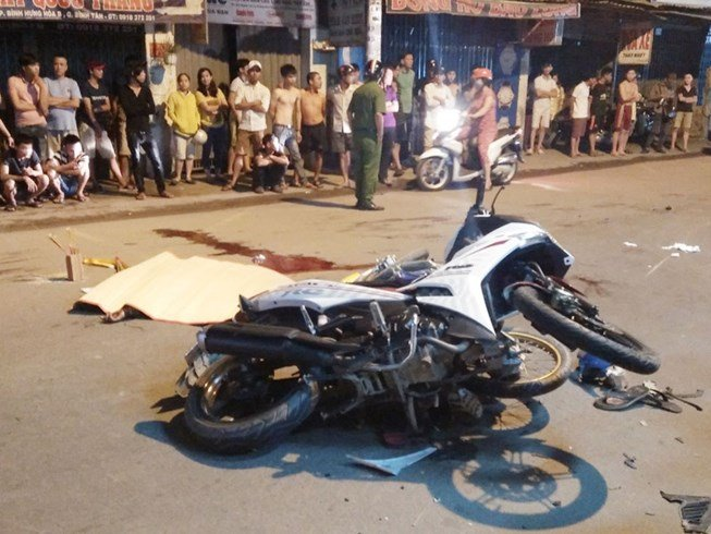 TNGT nghiêm trọng: Va chạm liên hoàn giữa 4 xe máy, 6 người thương vong 1
