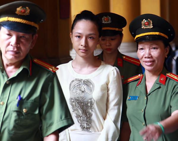 Hoa hậu Trương Hồ Phương Nga tiếp tục xin giữ