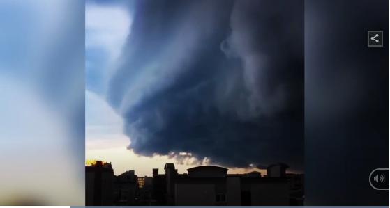 Mỹ: Đám mây khổng lồ dày hàng trăm mét sà xuống thành phố như ngày tận thế, người dân được phen hốt hoảng 1