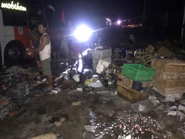 Quảng Bình: Xe khách bốc cháy trong đêm, hành khách hoảng loạn la hét 3