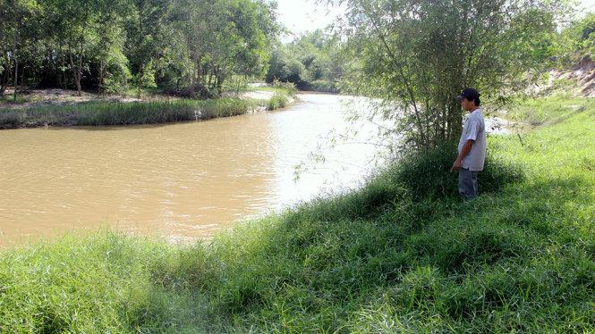 Khởi tố người đàn ông dâm ô bé gái 8 tuổi rồi ném xuống sông 1