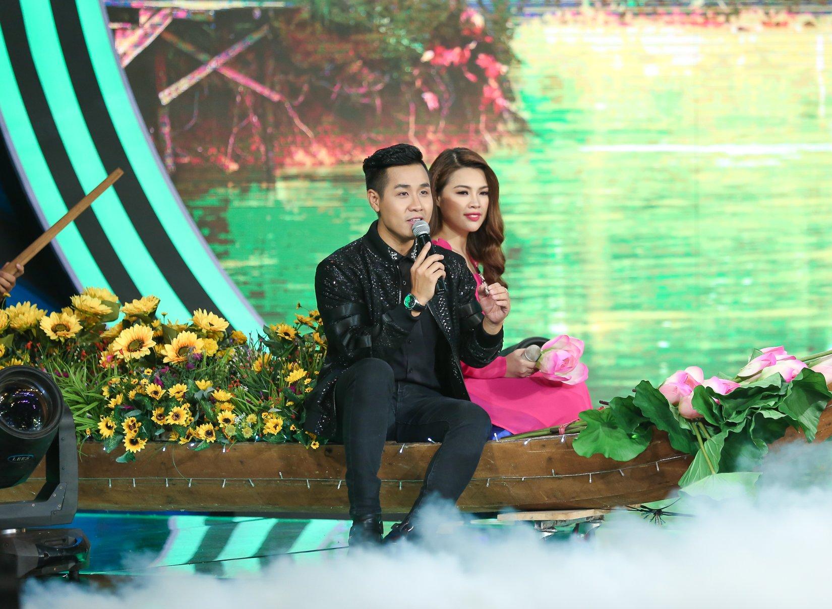 MC Nguyên Khang điển trai như soái ca trên sân khấu Người hát tình ca 4