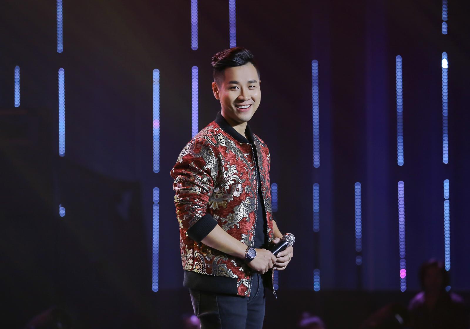 Giải trí - MC Nguyên Khang điển trai như soái ca trên sân khấu Người hát tình ca