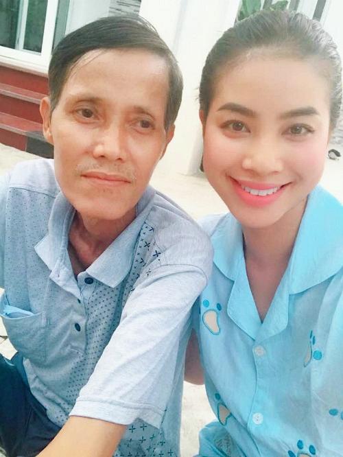 Bệnh tình của bố Hoa hậu Phạm Hương trở nặng 1