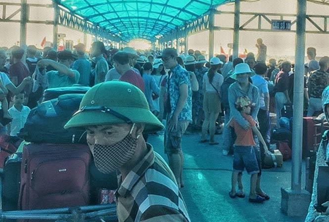 Bão số 2 đổ bộ, hàng nghìn du khách mắc kẹt trên đảo Cô Tô 1