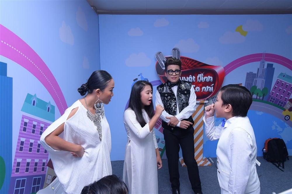 """Hình ảnh Sơn Tùng M-TP cho học trò của Đoan Trang – Thanh Bạch """"hát miễn phí"""" Lạc Trôi số 3"""