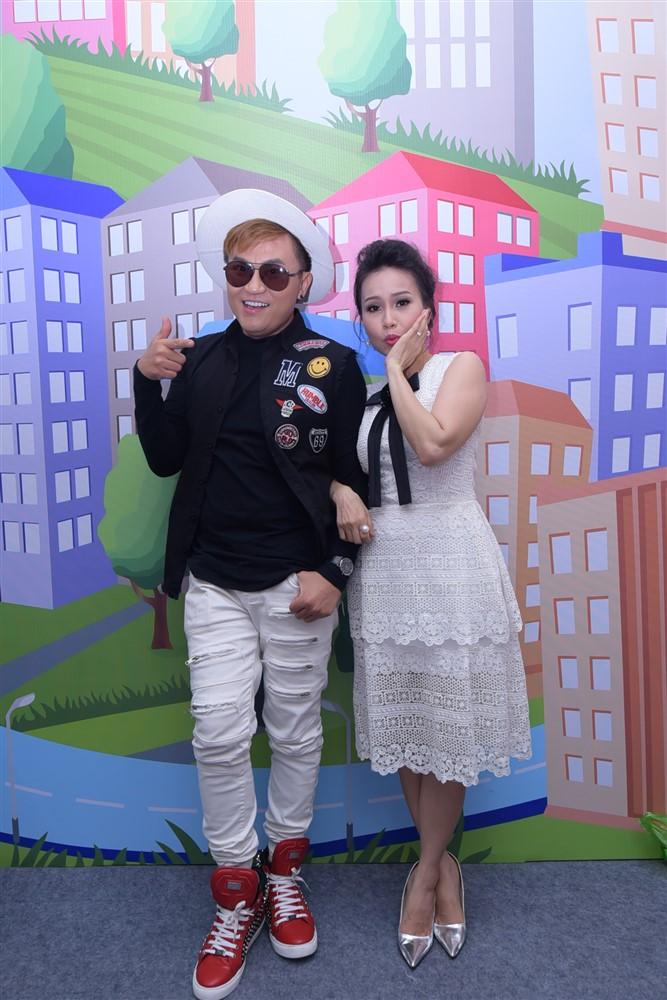 """Hình ảnh Sơn Tùng M-TP cho học trò của Đoan Trang – Thanh Bạch """"hát miễn phí"""" Lạc Trôi số 4"""