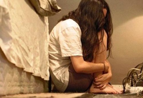 Lợi dụng lòng mê tín, thầy bói cưỡng hiếp cả phụ nữ và trẻ em gây phẫn nộ 1