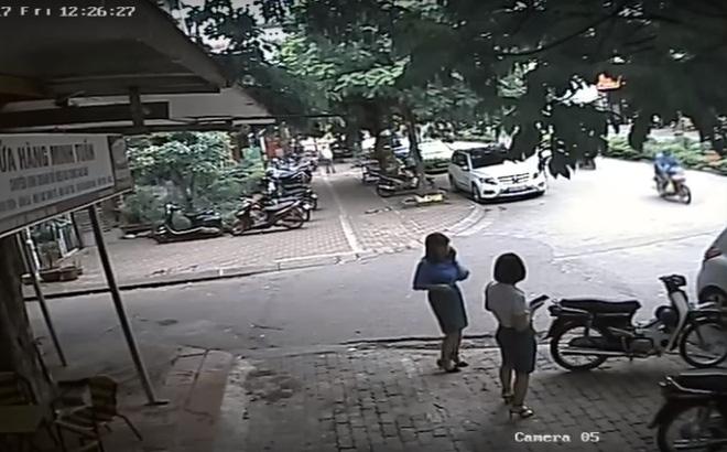 Hình ảnh Xe chở Phó CT quận Thanh Xuân đi ăn trưa đỗ sai quy định, cán bộ xin nộp phạt số 1
