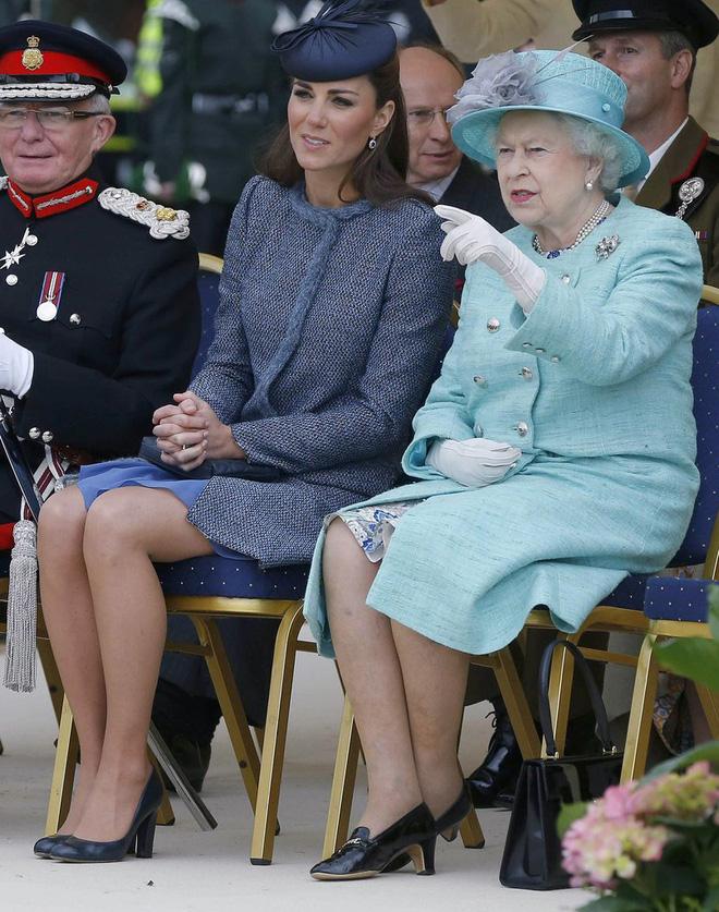 Tập trung vào 6 nguyên tắc này, Công nương Kate cứ mặc đẹp mãi không thôi! - Ảnh 24.