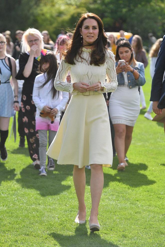Tập trung vào 6 nguyên tắc này, Công nương Kate cứ mặc đẹp mãi không thôi! 21