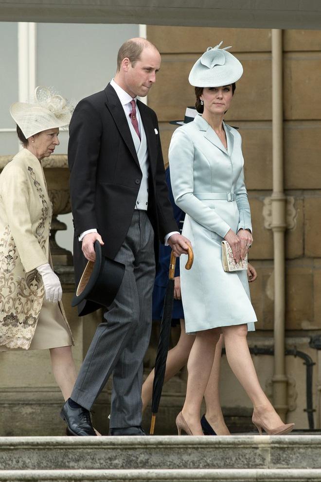 Tập trung vào 6 nguyên tắc này, Công nương Kate cứ mặc đẹp mãi không thôi! 25