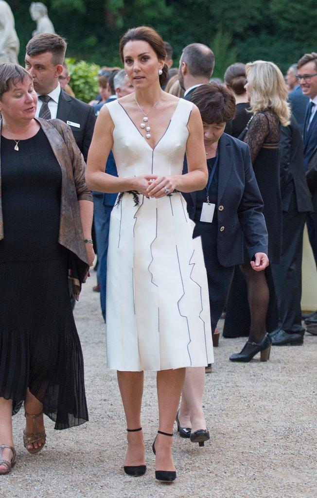 Tập trung vào 6 nguyên tắc này, Công nương Kate cứ mặc đẹp mãi không thôi! 9