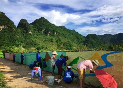 Hình ảnh Độc đáo làng bích họa ở bản làng Hải Sơn số 3
