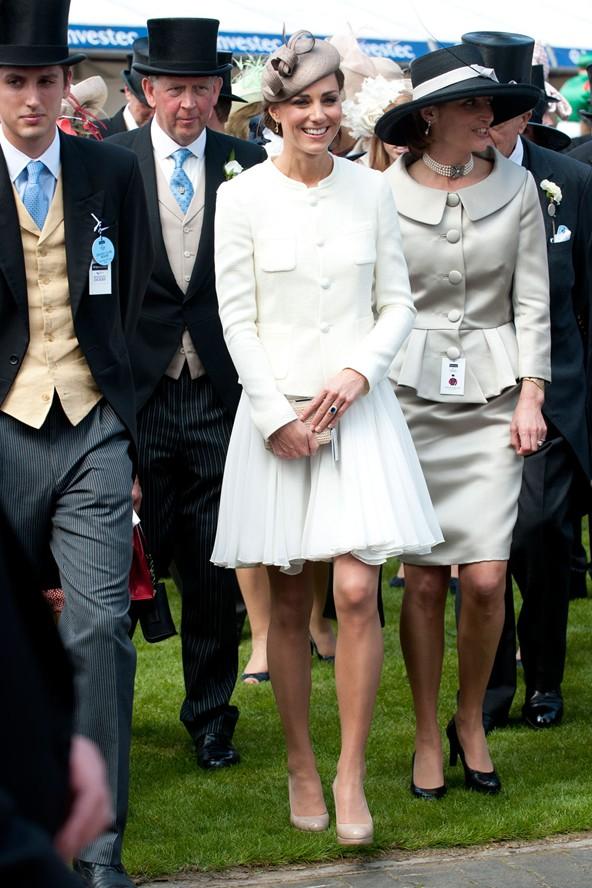 Tập trung vào 6 nguyên tắc này, Công nương Kate cứ mặc đẹp mãi không thôi! 23