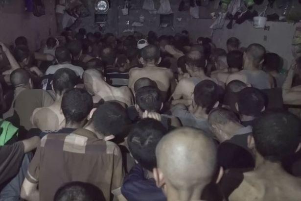 Hình ảnh Tù nhân IS bị nhồi nhét trong nhà tù chật chội, bẩn thỉu ở Mosul số 6