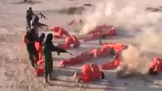 Hình ảnh 18 chiến binh IS bị hành hình trong vụ xử tử tập thể số 1