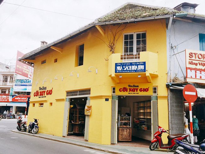 Bức tường vàng này chính là địa điểm check-in hot nhất Đà Lạt hiện tại! 6