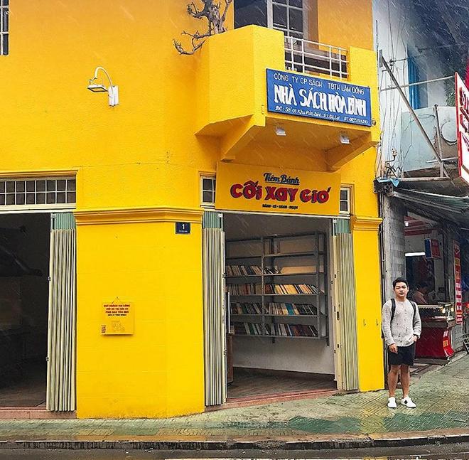 Bức tường vàng này chính là địa điểm check-in hot nhất Đà Lạt hiện tại! 12