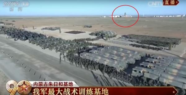Lễ duyệt binh kỷ niệm 90 năm của PLA xuất hiện chi tiết lạ khiến Đài Loan lo sốt vó 1