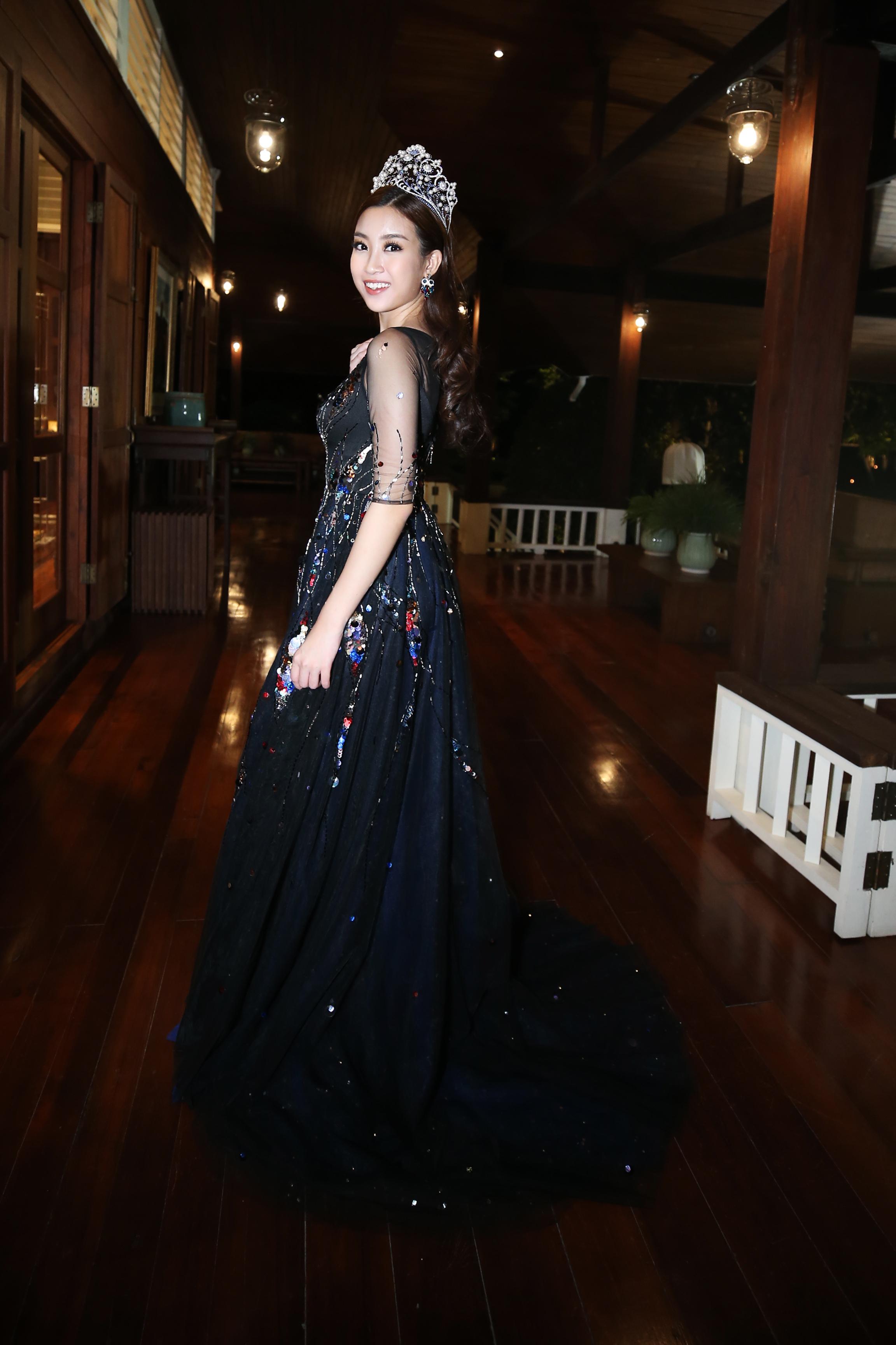 Hoa hậu Mỹ Linh đẹp lấn át Hoa hậu Hoàn vũ thế giới 2015 Pia Wurtzbach 4