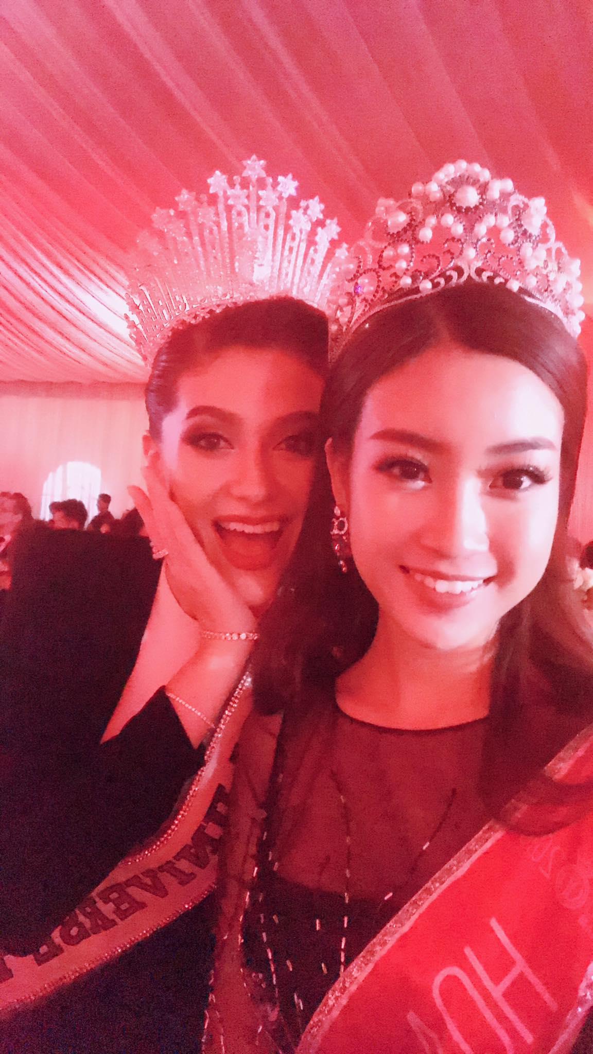Hoa hậu Mỹ Linh đẹp lấn át Hoa hậu Hoàn vũ thế giới 2015 Pia Wurtzbach 9