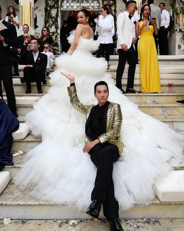 Hình ảnh Cận cảnh chiếc váy cưới mà bất kì cô dâu nào cũng mơ ước số 8
