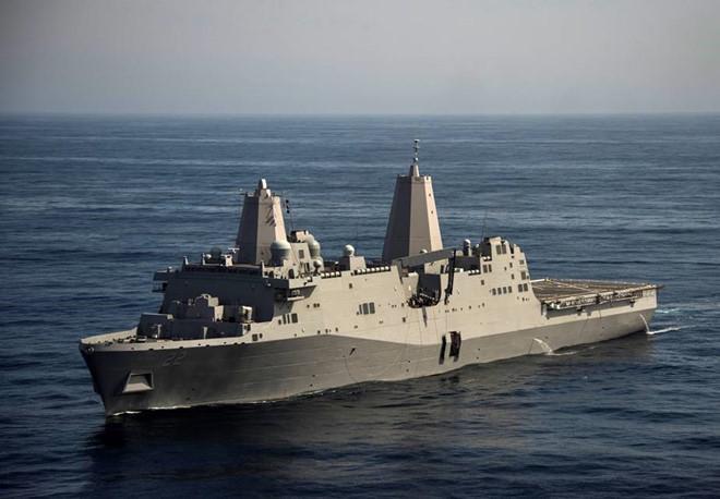 Tàu chiến đổ bộ Hải quân Mỹ cập cảng Cam Ranh 1